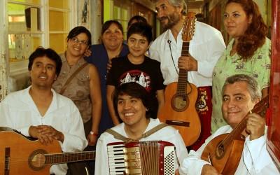 La Tuna Universitaria entretiene con sus canciones a funcionarios y pacientes