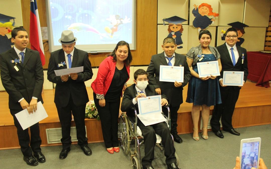 Emotiva graduación de los niños de la Escuela Hospitalaria