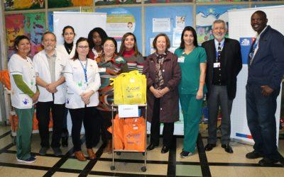 Hospital Roberto del Río entrega 4.500 kits de acompañamiento a padres de niños hospitalizados