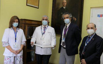 Donación de documento histórico a Hospital Roberto del Río